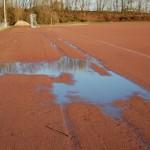 Die defekte Drainage verhindert das versickern des Regenwassers.