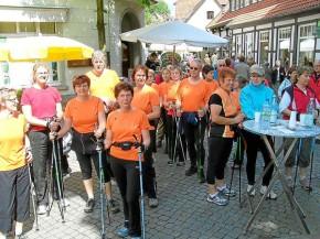 So sahen die Zieleinläufe vergangener Walking-Tage auf Tecklenburgs Marktplatz aus. Sonntag ist Brochterbeck das Ziel der Sternlaufes. © Westfälische Nachrichten - Alle Rechte vorbehalten 2009
