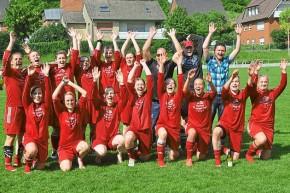 Die Fußballfrauen des Brochterbecker SV sind verdienter Meister der Landesliga und damit Aufsteiger in die Westfalenliga. Foto: Alfred Stegemann